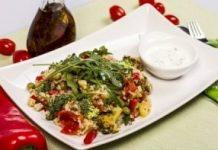 Salata de quinoa cu legume pentru vegetarieni