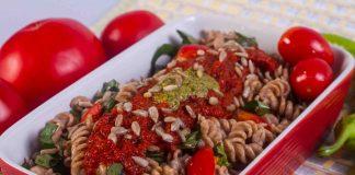 Salata de paste cu sos de rosii