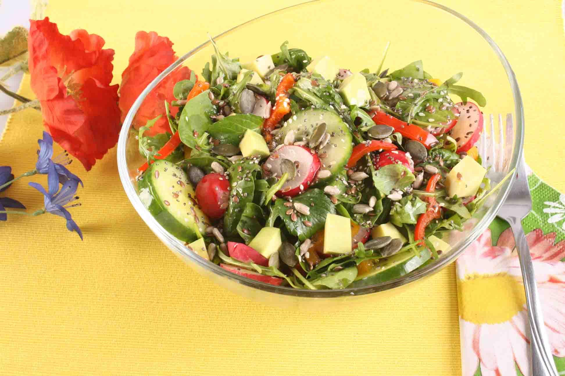 Salata de primavara cu dressing de mustar