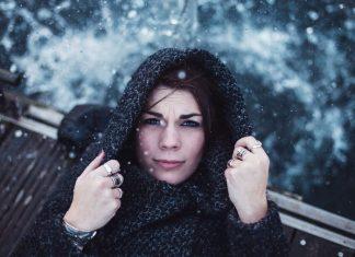 femeie in ninsoare