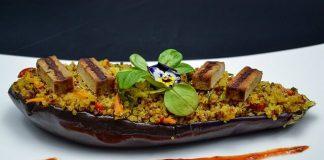 Vinete umplute cu quinoa, legume si tofu