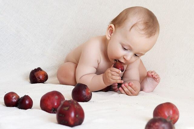 copil fructe