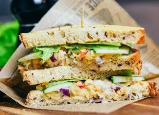 sandwich-uri cu pasta de naut