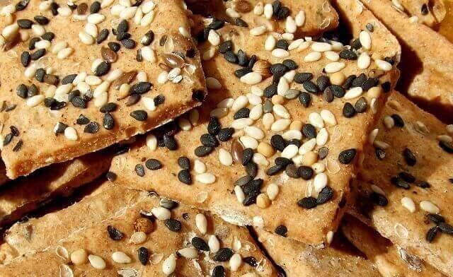 Saratele (crackers) integrale, cu seminte
