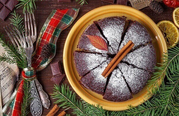 tort de ciocolata si scortisoara
