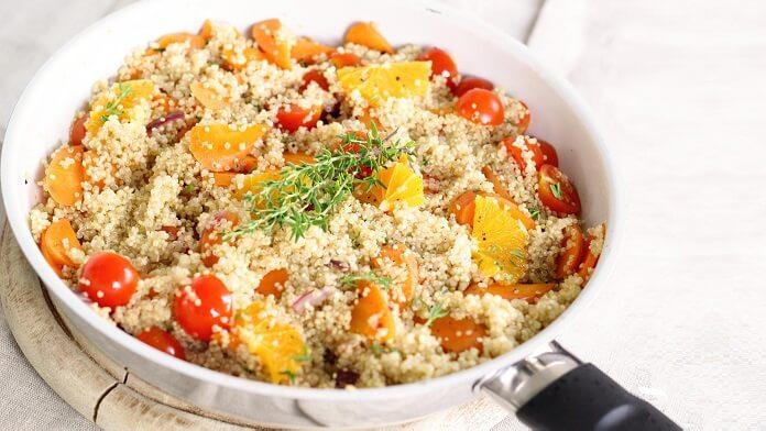 salata calda, cu morcovi si quinoa