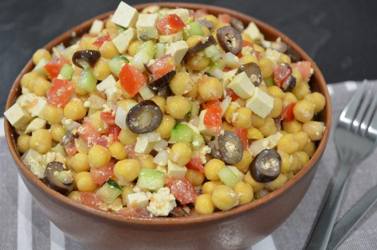 Salată grecească – dar cu năut