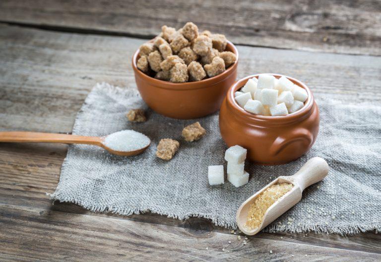 Între zahăr alb și zahăr brun, alege zahărul brut