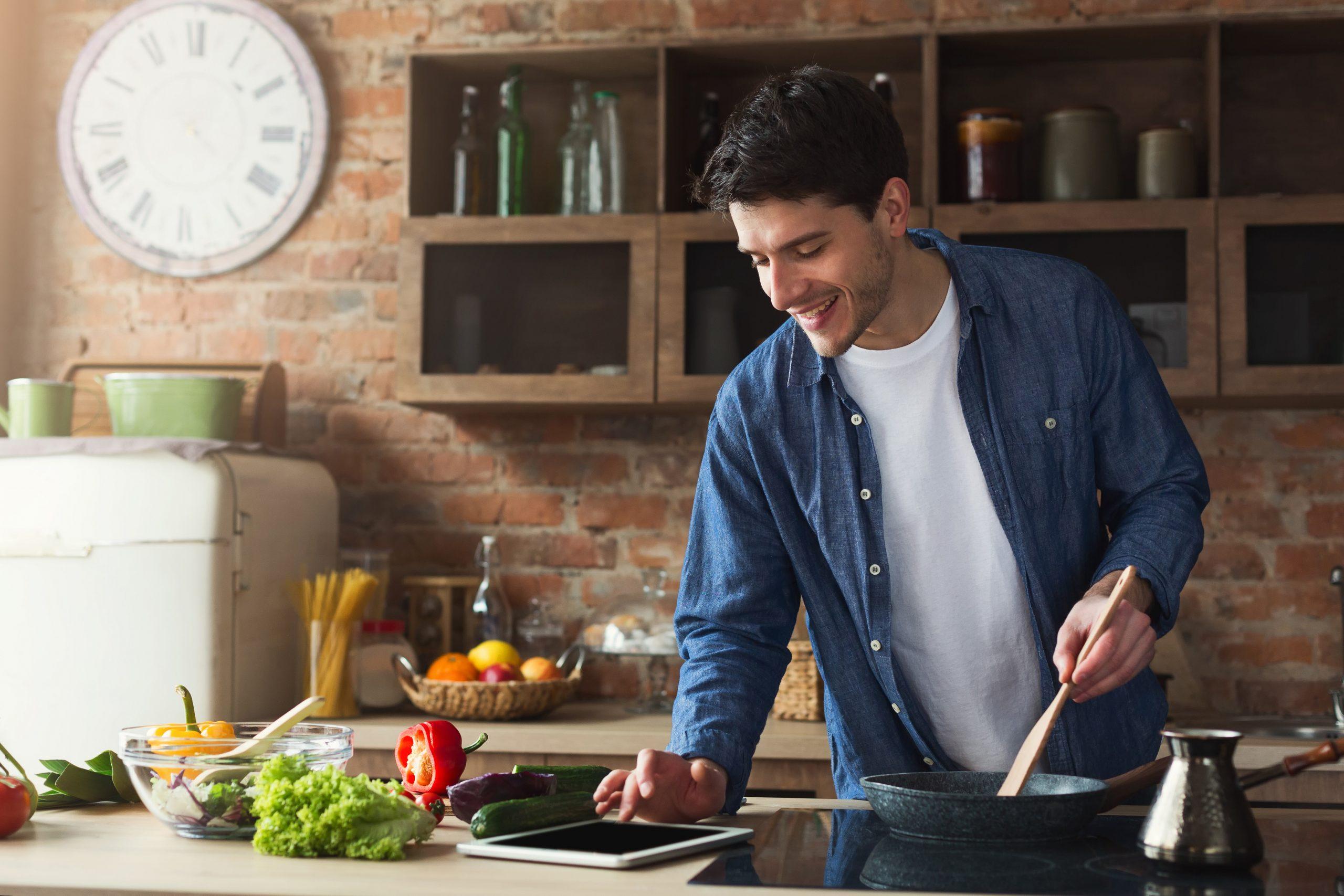 Bărbații care gătesc trăiesc mai mult?