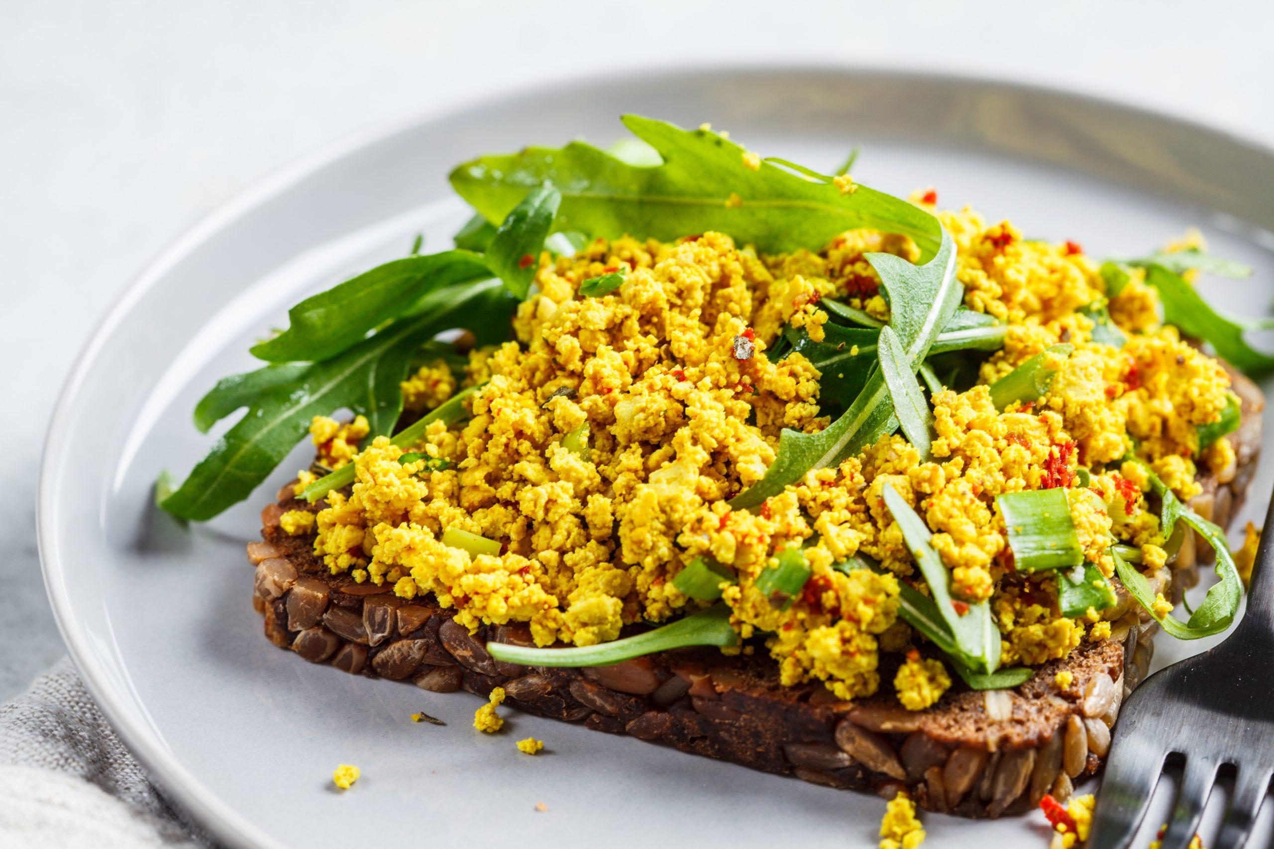 Omletă din tofu cu legume