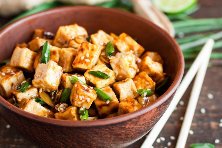 Tofu cu sos dulce-acrișor