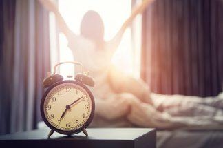 Ce se întâmplă în corpul nostru când ne trezim devreme?