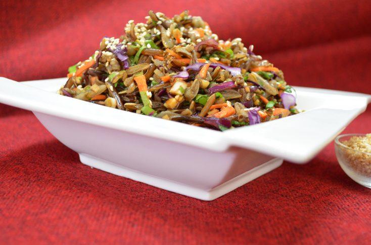 Salată de orez brun