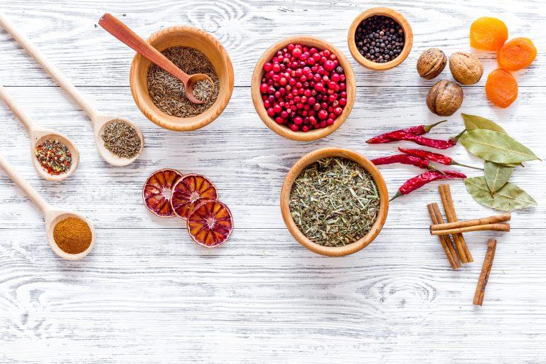 Cum valorifici condimentele și aromele în preparatele vegane