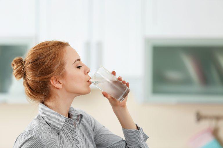 Câteva sfaturi pentru a începe să consumi mai multă apă